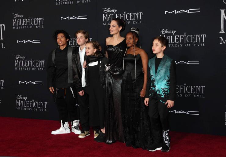 Анджелина с детьми на премьере фильма «Малефисента», 2019