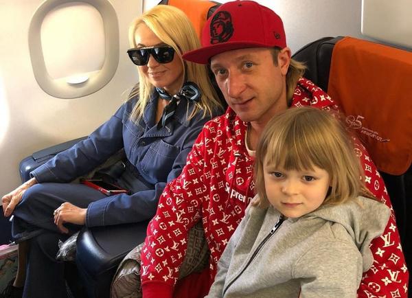 Яна Рудковская переживает за здоровье любимого супруга