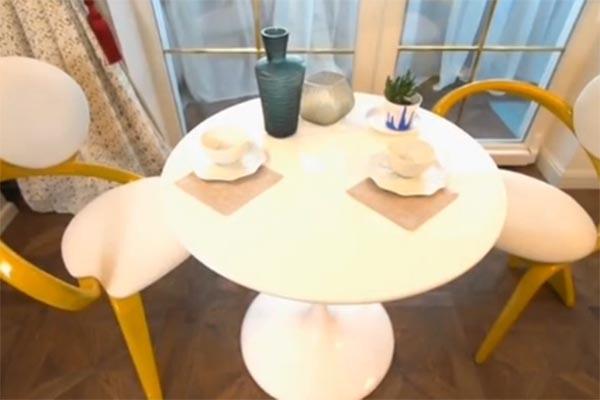Дизайнерский кофейный столик и стулья сделаны вручную из массива натуральной березы