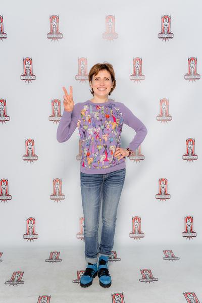 Синие ботинки и сиреневый свитер — удачный выбор, по мнению Зейналовой