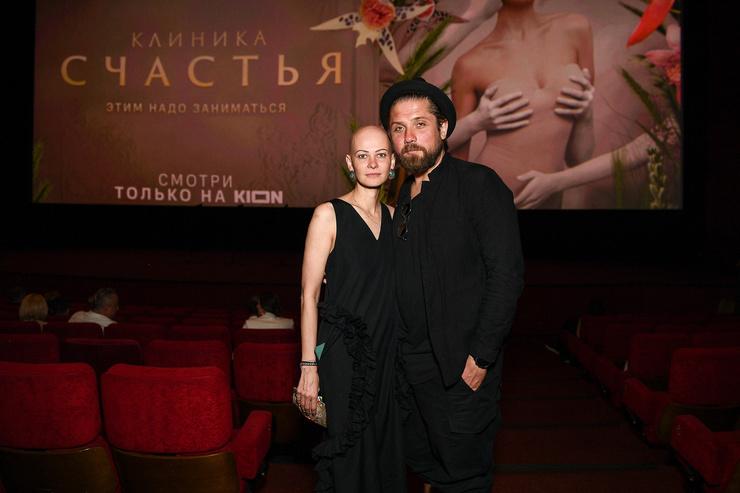 Роман Маякин со спутницей