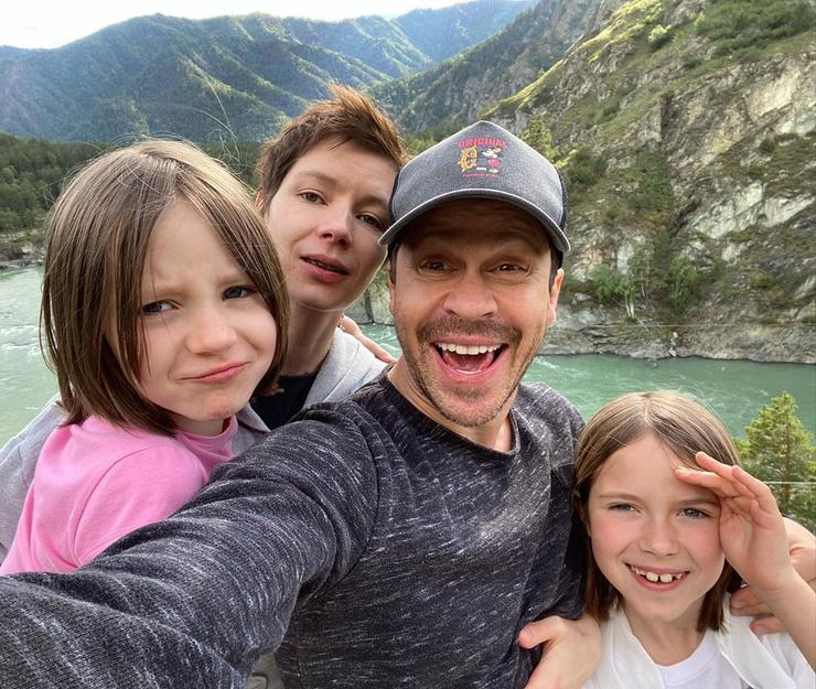 Актер безумно любит семью