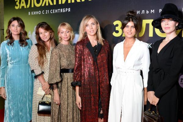 Светлана Бондарчук с подругами на премьере картины «Заложники» Резо Гигинеишвили
