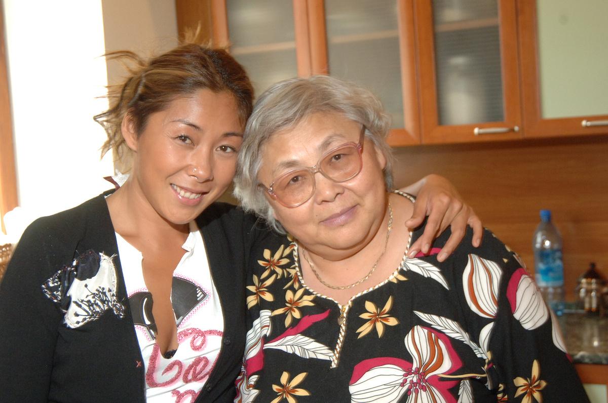 Анита Цой с мамой