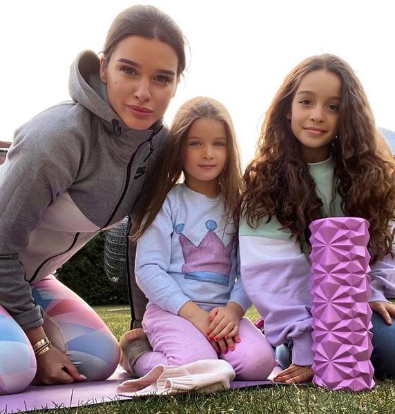 Ксения воспитывает двух дочерей от разных мужчин