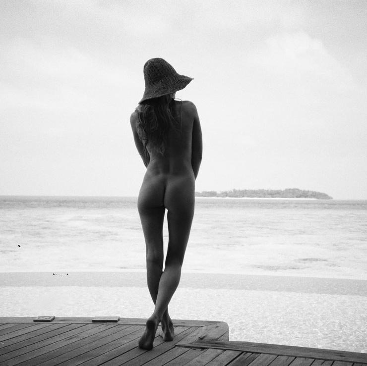 Актриса не постеснялась показать свое обнаженное тело.