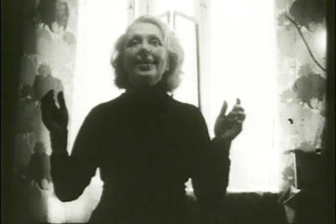 День за днем артистка снимала себя на пленку, играя Нину Заречную в собственной квартире