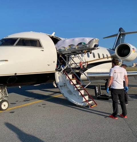 Самолет с Навальным вылетел сегодня утром в Германию