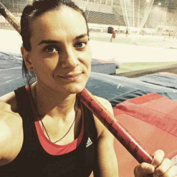 На прошлой неделе Елена прыгнула 4,9 метра – это лучший результат сезона в мире