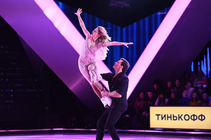 Дарья Мельникова и Максим Маринин выступали под французскую песню «Voilà»