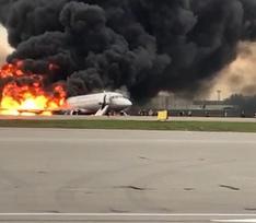 В Москве на полосе горит самолет