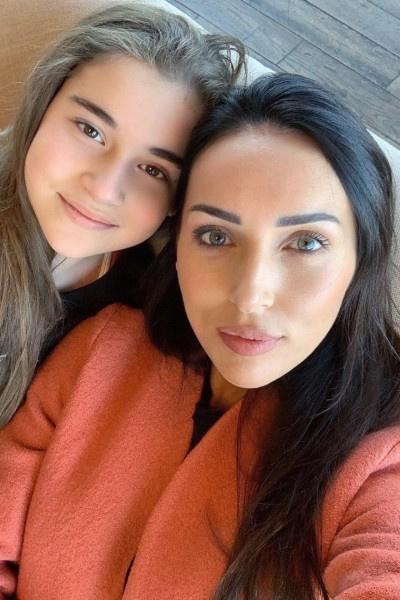 Родителей Микеллы Абрамовой обвинили в «накрутке» голосов на детском конкурсе
