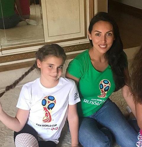 Певица Алсу и ее дочь Микелла