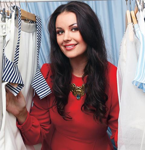 Оксана Федорова предлагает строгие костюмы