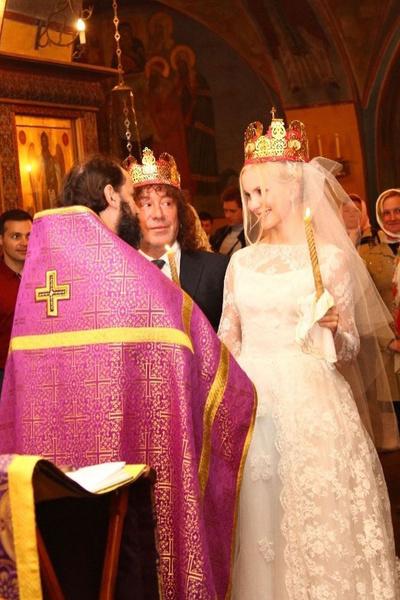Недавно музыкант обвенчался с женой Екатериной