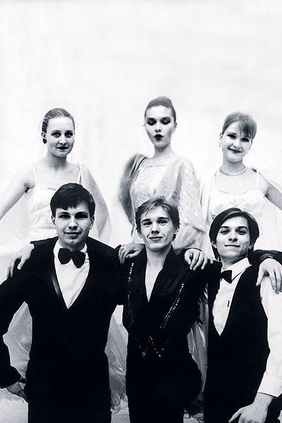 Первой любовью Юлии (посередине) стал Саша Веников (справа)
