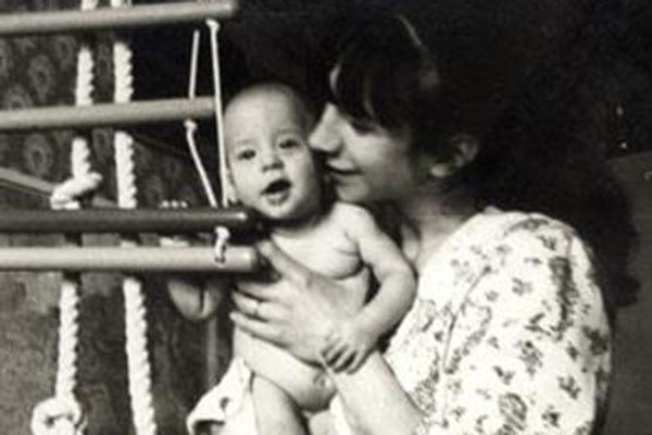 Маленький Ваня Ургант с мамой Валерией Киселевой