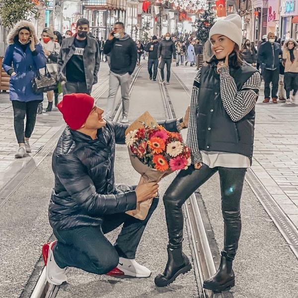 Весной супруги пытались дать своим отношениям еще один шанс и отправились в романтическую поездку в Турцию