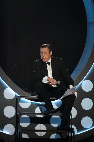 Концерт к прошлогоднему юбилею Михаил Ефремов символично назвал «Запой»