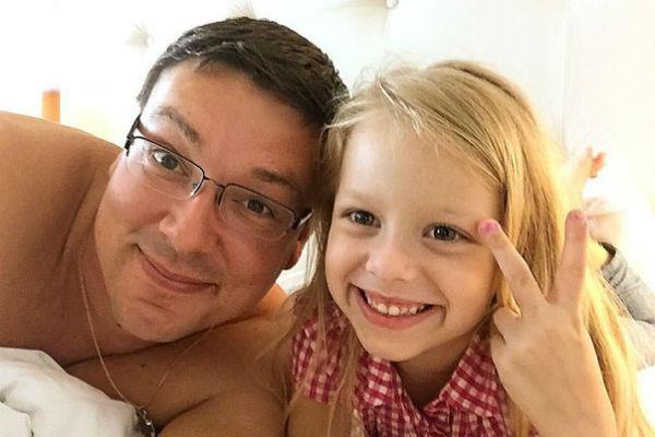 Андрей Чуев с дочерью Лизой