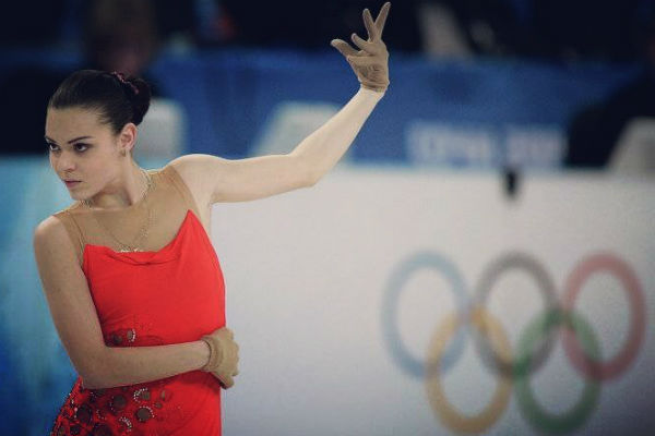 Спортсменка успевает не только тренироваться, но и выступать в разнообразных коммерческих ледовых шоу