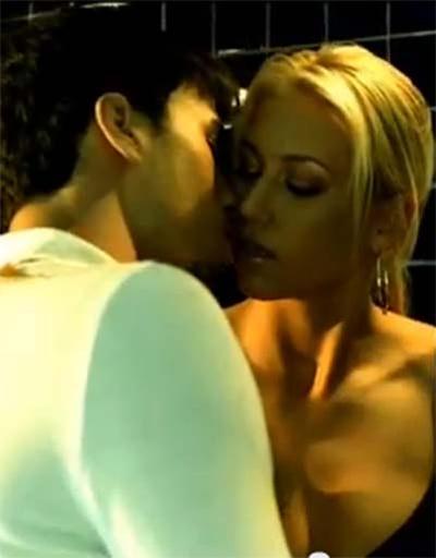 По сценарию артист и теннисистка должны были целоваться в финале, но Энрике не захотел этого делать. Анна расплакалась, но скандал замяли, и поцелуй состоялся, хотя обида у Анны осталась. Через несколько дней вышло интервью, в котором Иглесиас сказал, что ему понравилась Курникова, но она обижена на него и вряд ли у них что-то получится…
