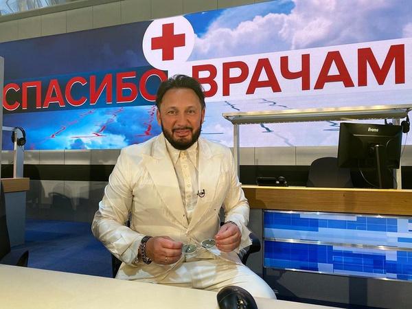 Бузова, Костенко, Варнава трогательно поздравили медиков с профессиональным праздником