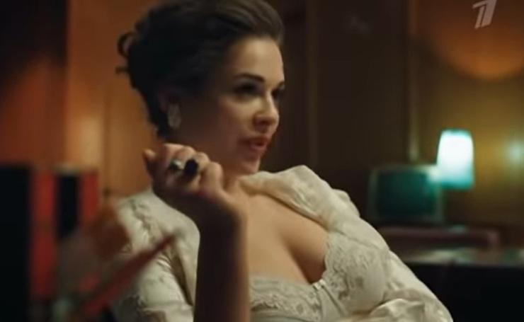 Нора показана роковой женщиной, пользующейся мужчинами