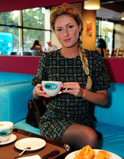 К девяти часам в StarHit сafe заглянула актриса Рената Пиотровски