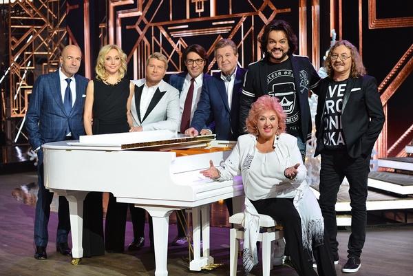 Андрей Малахов с гостями эфира, посвященного «Песне года»