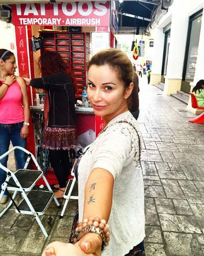 Татуировка на руке Ольги временная