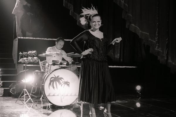 Для Ларисы Долиной съемки в фильме «Мы из джаза» были тяжелыми