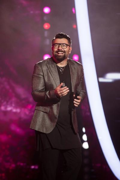 Чумаков покорил вокалом не только зрительный зал, но и ведущих