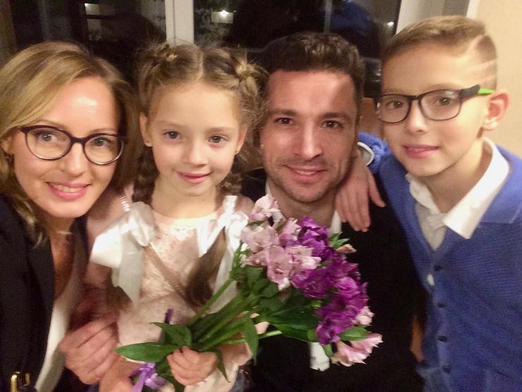 Елена подарила супругу сына и дочь