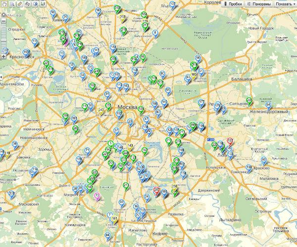 В московском филиале около сотни волонтеров. Синим отмечены новички, зеленым – «братья» со стажем, а красным – девушки-волонтеры, которые добровольно подвозят «клиенток» на своих авто