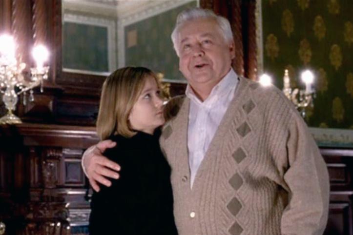 В ленте «Президент и его внучка» юная артистка играла сразу двух персонажей