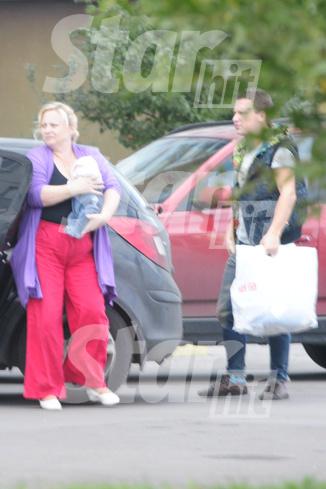 Семья ездит на машине, которую Пермякова купила Максу