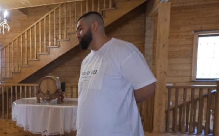 Дом выполнен полностью из дерева