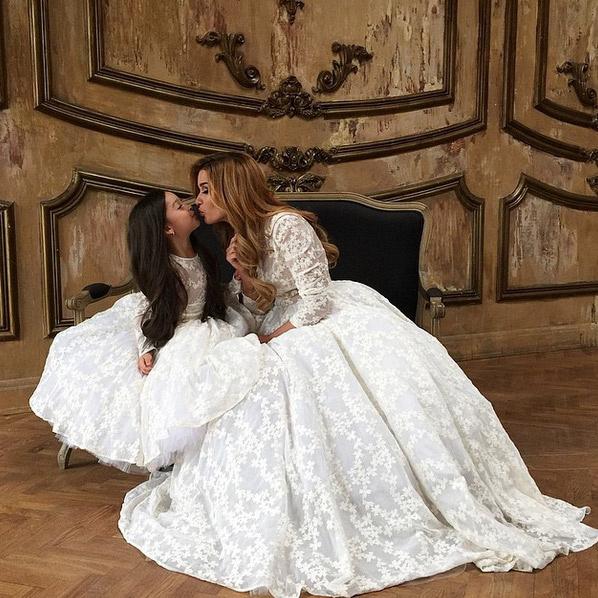 Новости: Ксения Бородина примеряет белое платье – фото №2