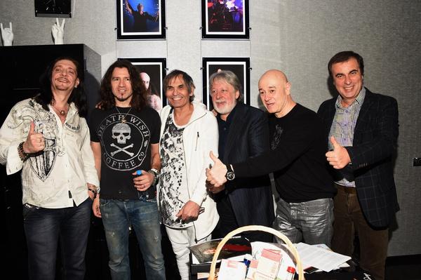 Виктор и сейчас дружит со многими известными артистами