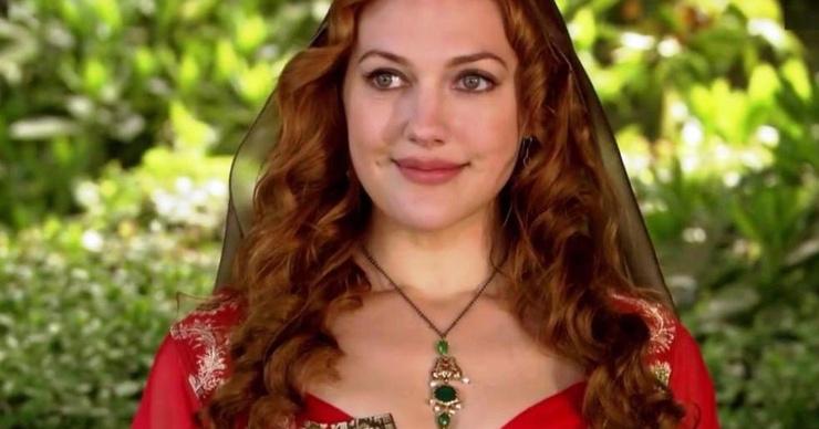 Канны-2019: звезда «Великолепного века» Мерьем Узерли появилась на дорожке в прозрачном платье