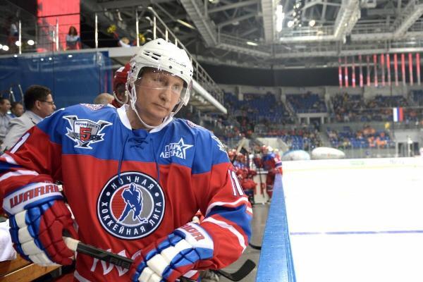 Президент России Владимир Путин в день своего рождения на матче команд «Звезды НХЛ» и «Сборной НХЛ»