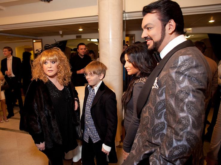 Алла Пугачева с бывшим мужем Филиппом Киркоровым, внуком Дени и Ани Лорак