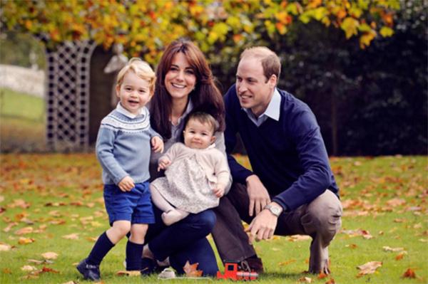 Монаршее семейство в полном составе: Кейт Миддлтон с мужем принцем Уильямом и их дети принц Георг и принцесса Шарлотта