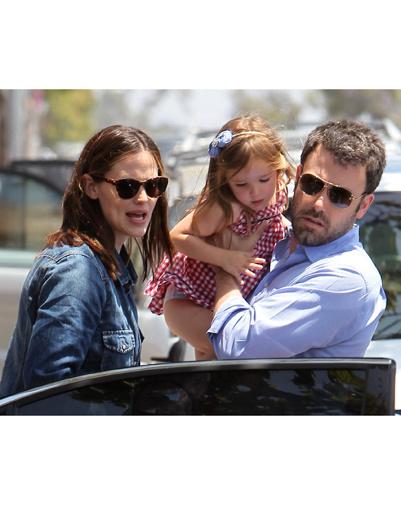 Дженнифер Гарнер и Бен Аффлек с дочерью Серафиной