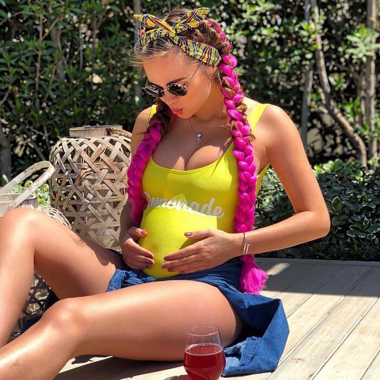 Ксения Дели наслаждается долгожданной беременностью