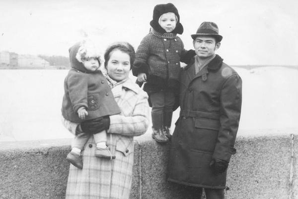 Андрей Федорцов с родителями и сестрой