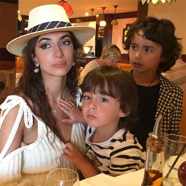 Певица Зара отменила концерты, чтобы больше времени провести с сыновьями Даниилом и Максимом