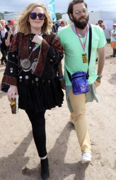 Певица Адель и ее избранник Саймон Конекки на прогулке в Лос-Анджелесе