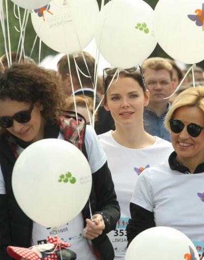 Три главные красавицы забега - Ксения Раппопорт, Елизавета Боярская и Саша Даль